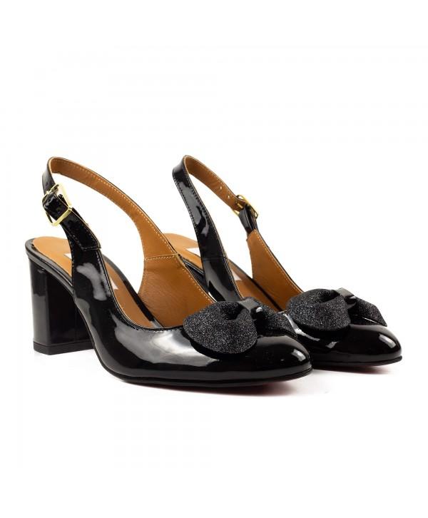 Pantofi decupati negri luciosi 1919